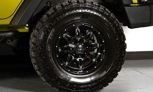 Custom 4x4 Mud Tires