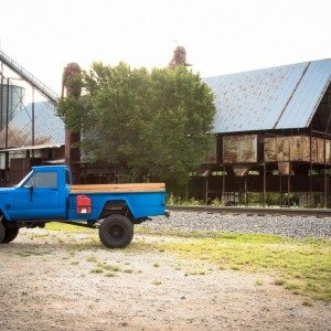 1964 Jeep J300 Bed