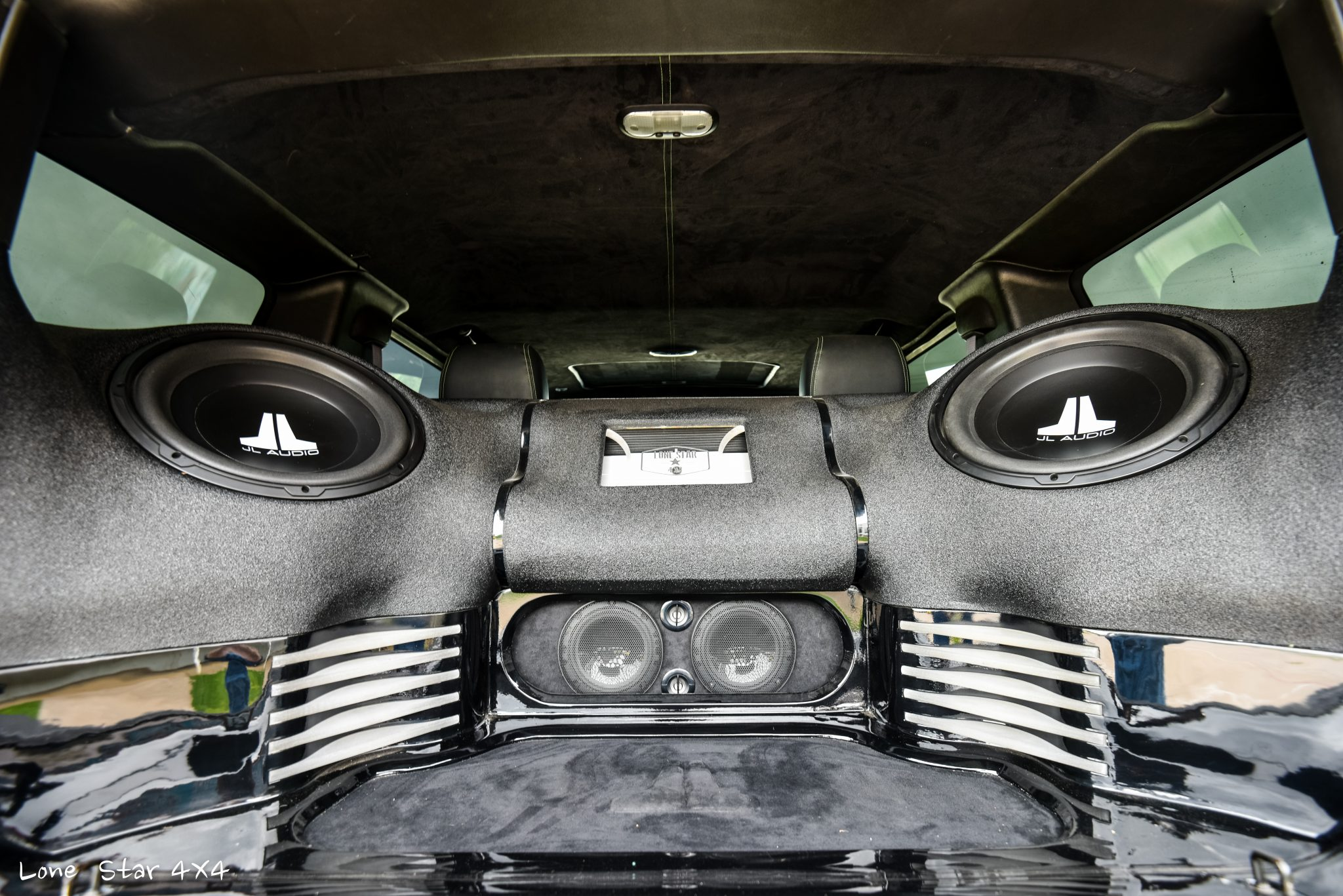 Custom Hummer H2 Interior Sound System