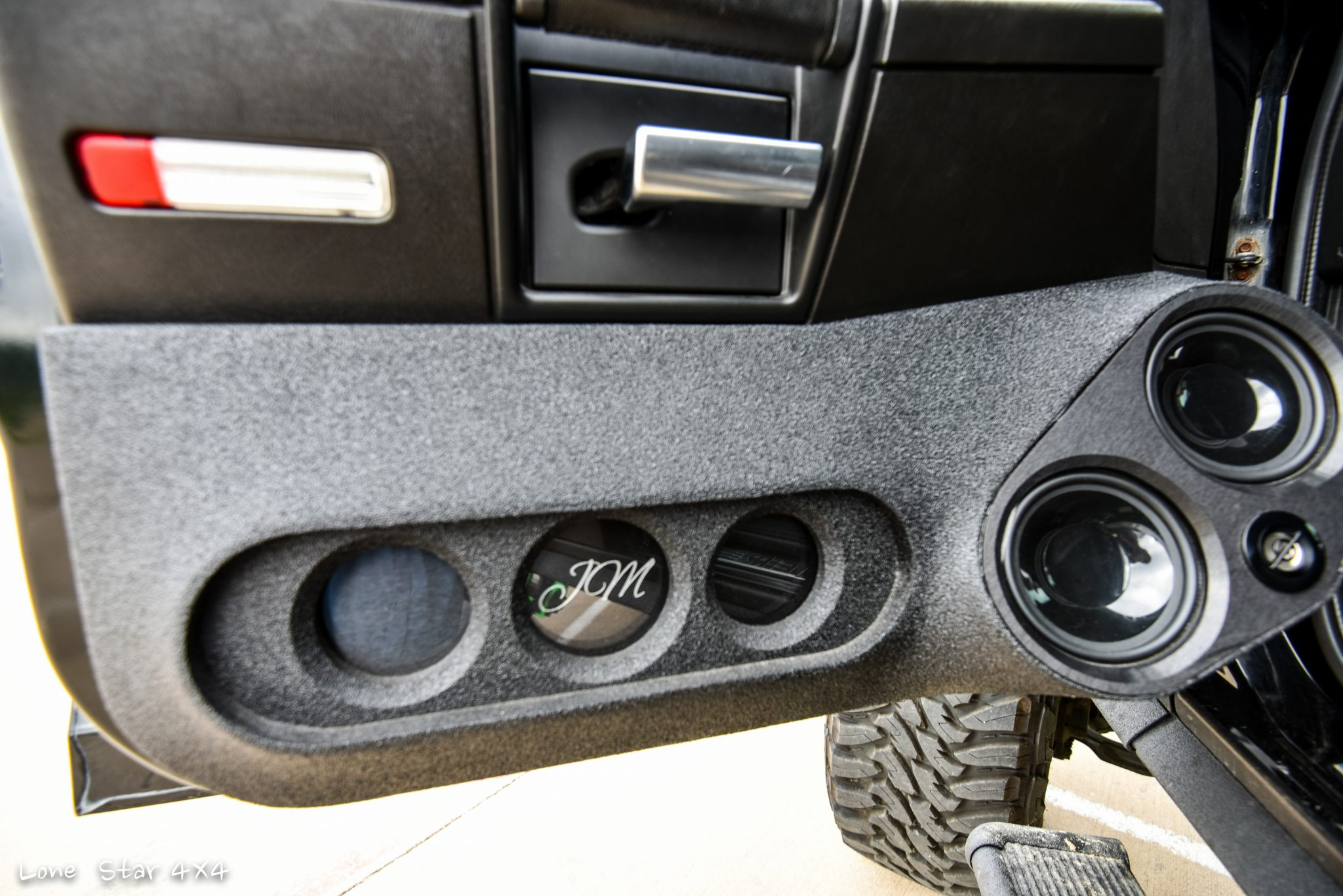 Custom Hummer H2 In-Door Sound System